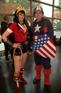nycc2014-cosplay-bombshell-wonder-woman-and-vintage-capt-america
